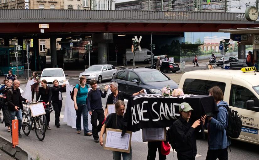 Bunter Aktionstag gegen Prekarisierung